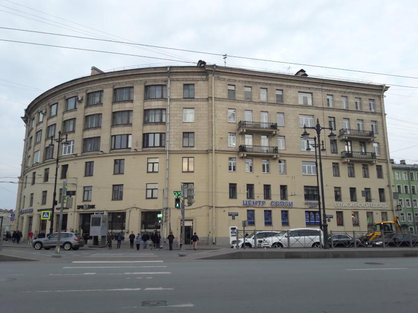 дом на углу Московского проспекта и Обводного канала