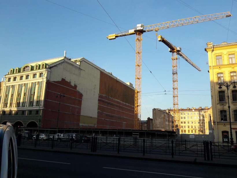 Строительство нового здания на месте снесённого старого