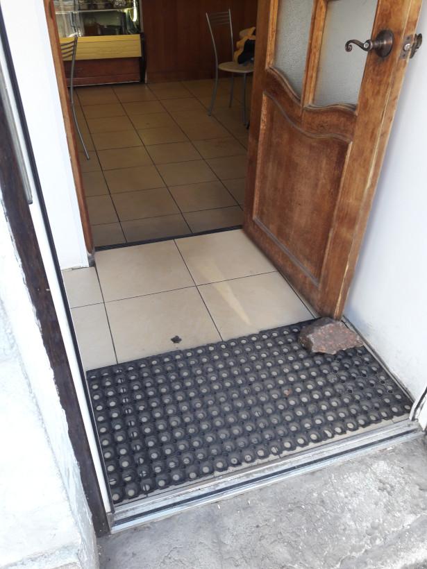Дверь, за которой уровень пола чуть ниже