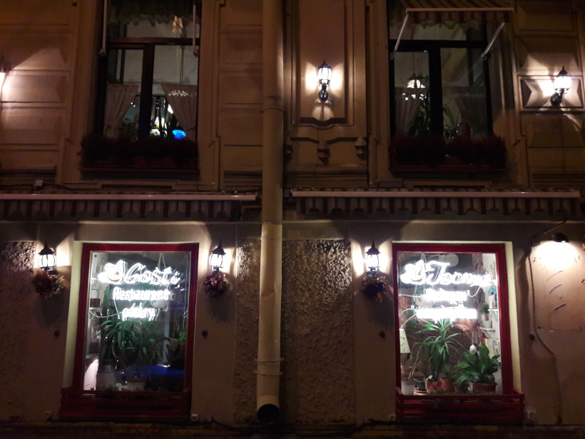 Окна разной высоты на разных этажах